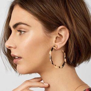 Restock⭐️ Devri Blonde Tortoise Hoop Earrings